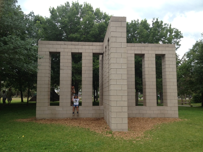 Sol LeWitt, X with Columns